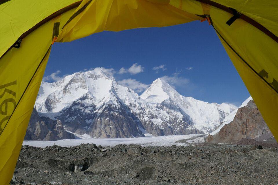 Blick aus dem Zelt auf die Pyramide des Khan Tengri
