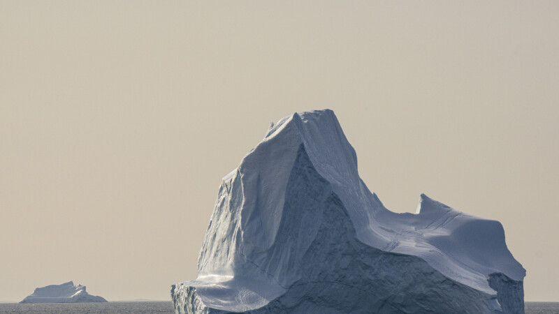Wunderschöne Eisberge vor Grönland © Diamir