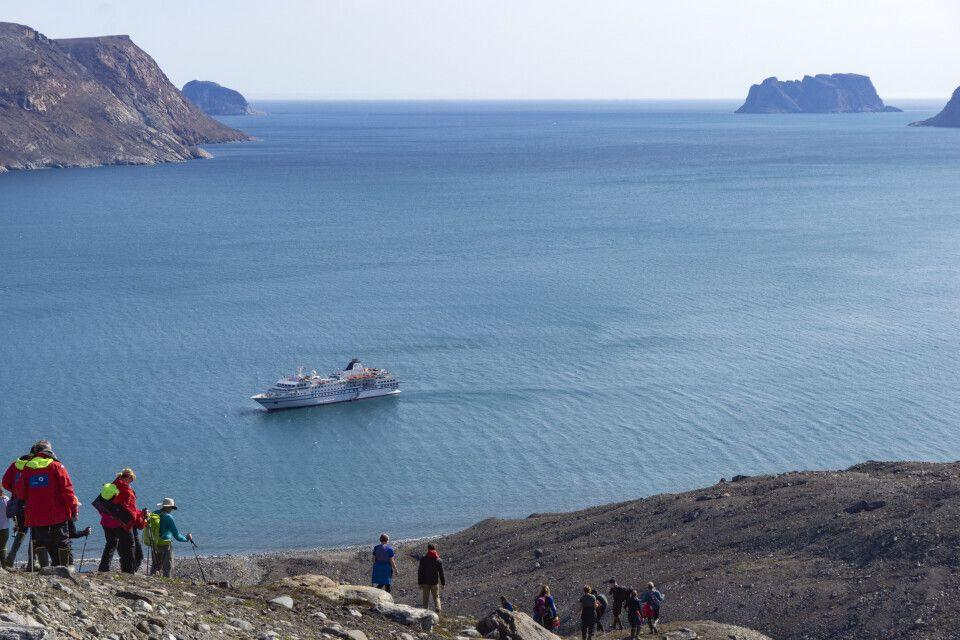 Wanderer im Sunshine Fjord auf Baffin Island