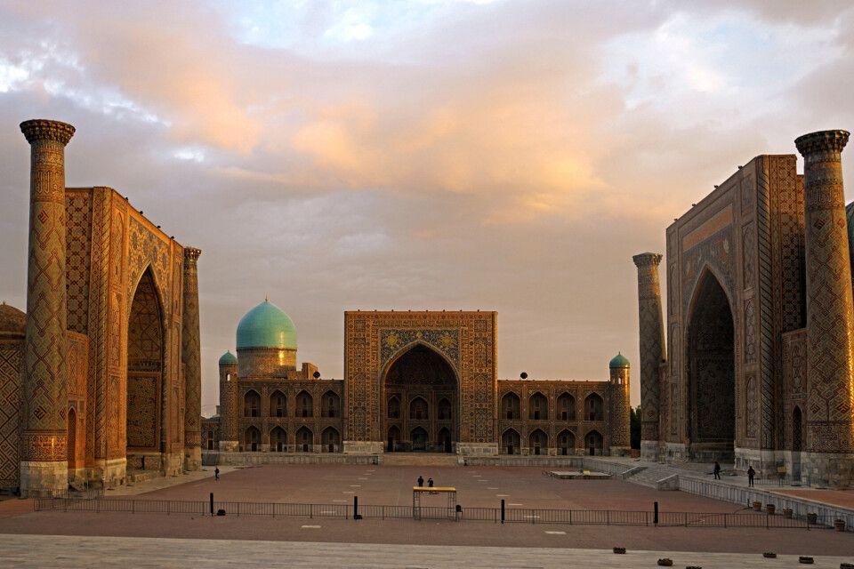 Der Registan in Samarkand zum Sonnenaufgang