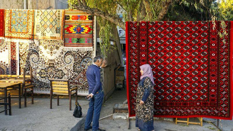 Samarkand Basar Teppichhändler © Diamir