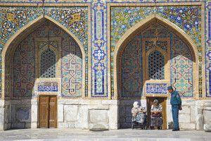Gelassene Stimmung in den Innenhöfen des Registan in Samarkand