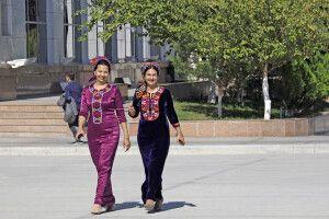 Frauen in Ashgabat