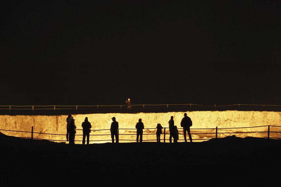 Nachts am Feuerkrater