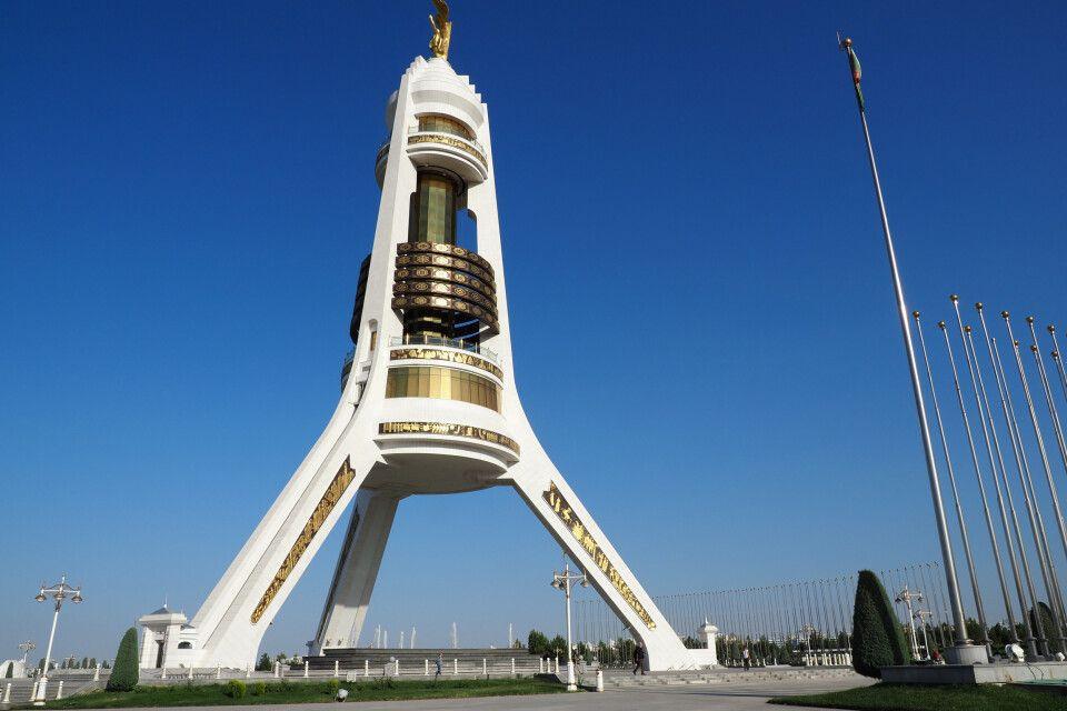 Der neue Neutralitätsbogen am Stadtrand von Ashgabat