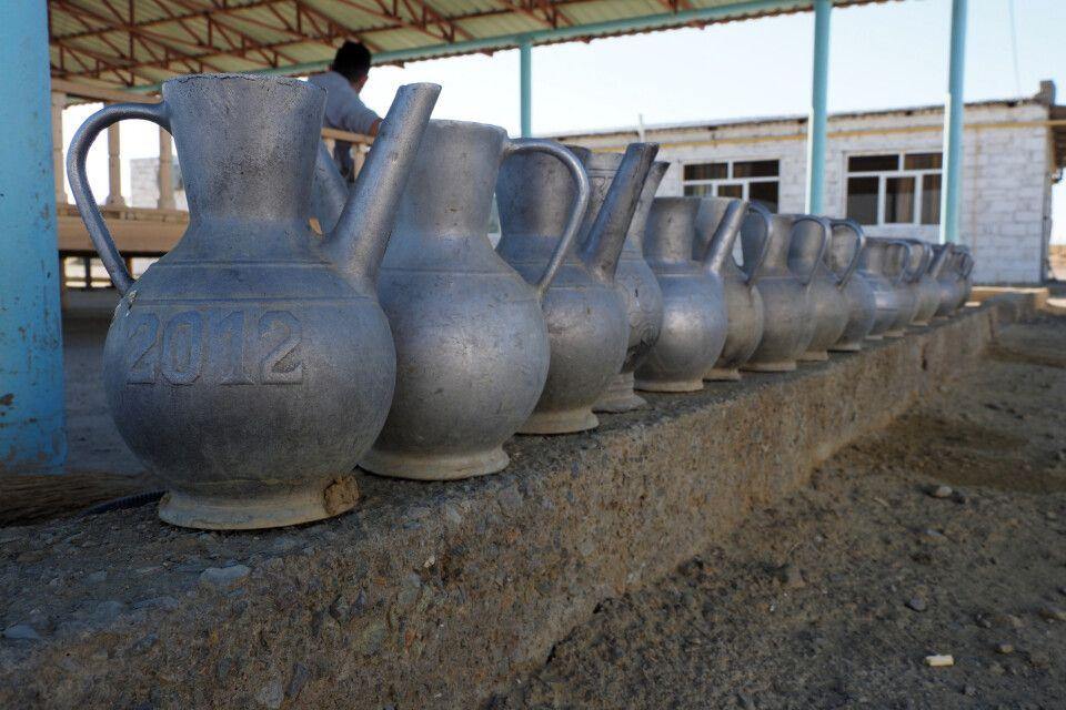 Teekannen an der Pilgerherberge in Kemal Ata
