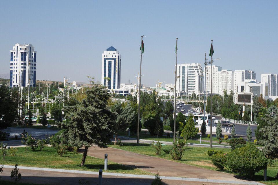Das moderne Ashgabat mit seine marmorverkleideten Häusern