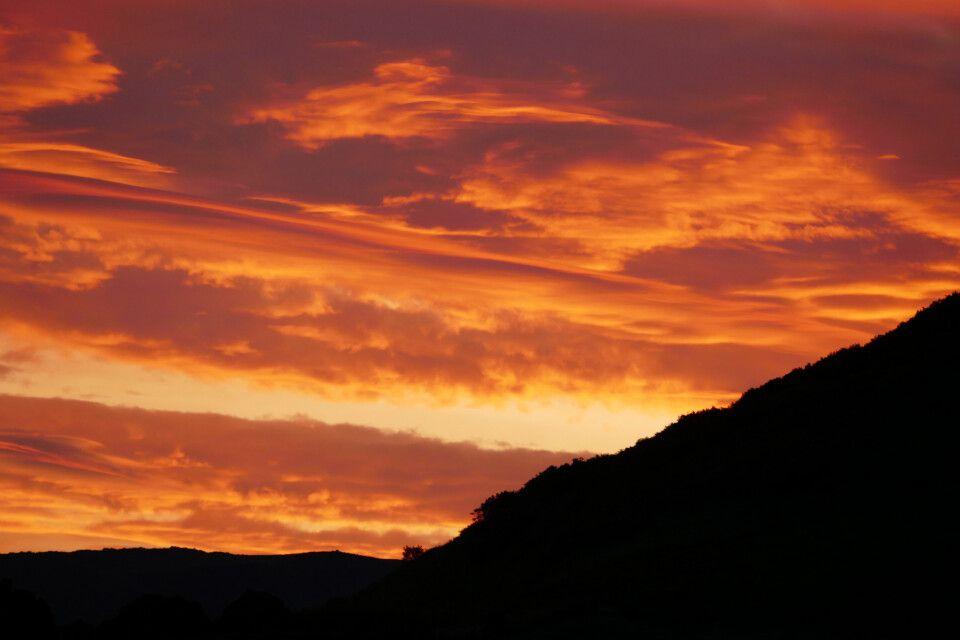 Dramatischer Sonnenuntergang über dem Gorely