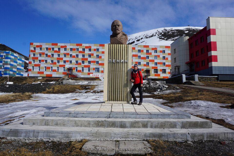 An der Lenin-Büste in Barentsburg