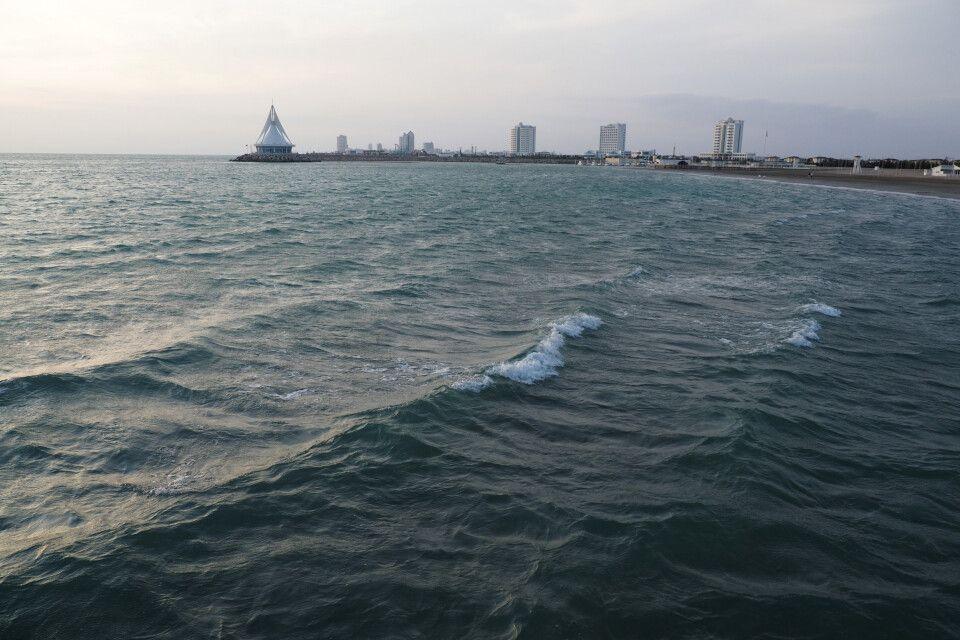 Das Kaspische Meer beim Touristenresort Awaza