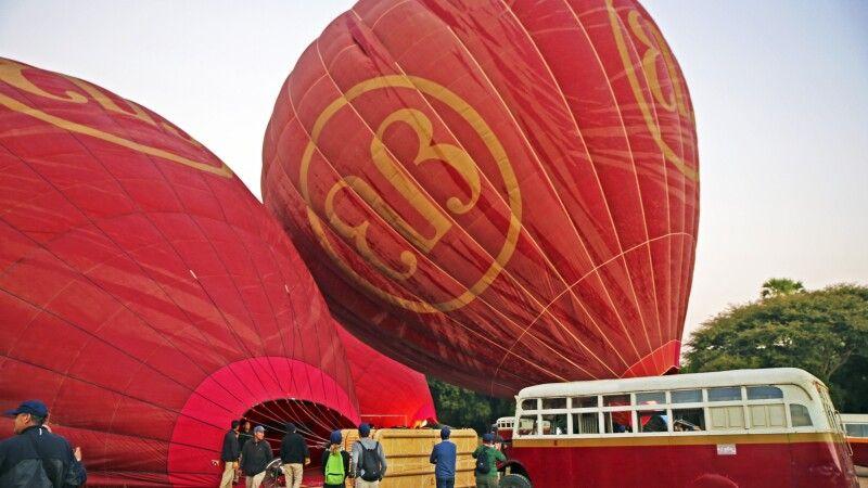 Ballonfahrt über das Pagodenfeld von Bagan © Diamir
