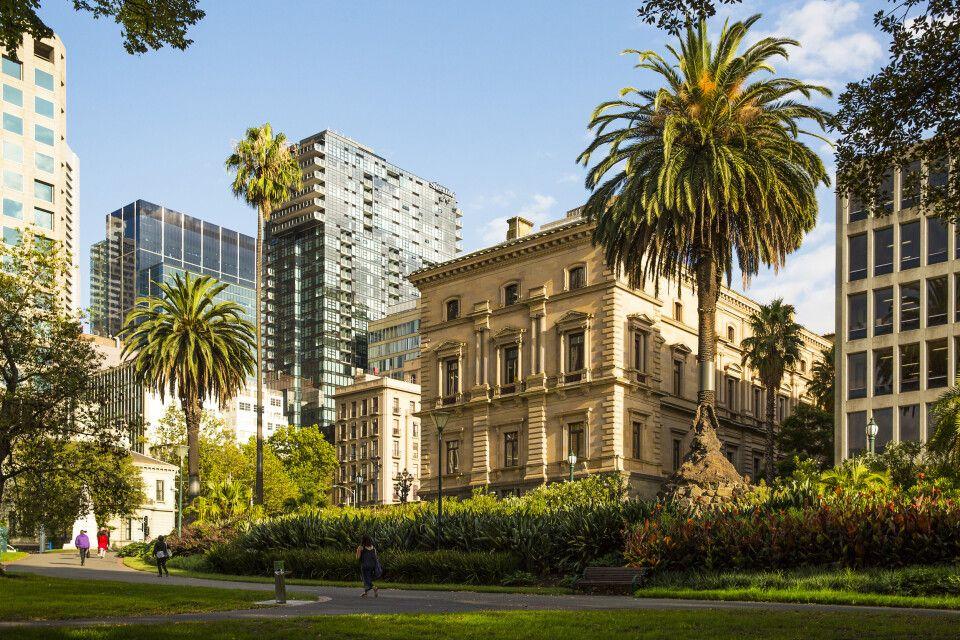 Die Treasury Gardens umfassen 5,8 Hektar im Südosten des Melbourne Central Business District in East Melbourne, Victoria, Australien.