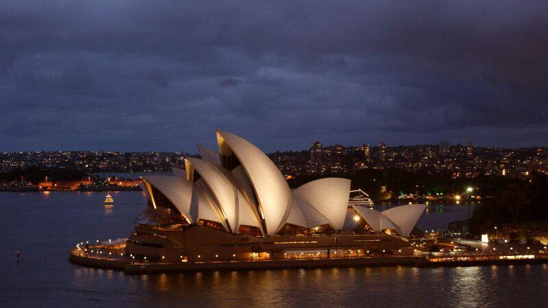 Sydneys Oper am Abend © Diamir