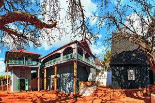 Panorama des Palastes Mahandrihono und der Königsgräber auf dem Königshügel Ambohimanga