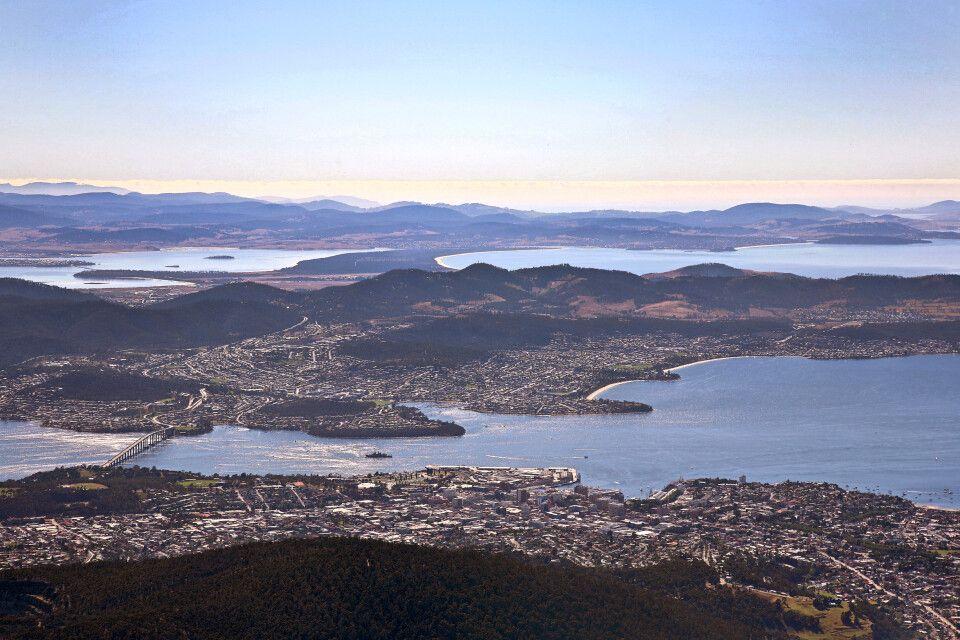 Blick über Hobart vom Mt Wellington, Tasmanien