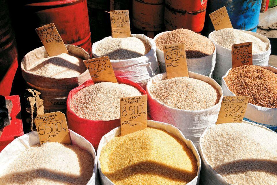 Verschiedene Reissorten auf dem Analakely Market