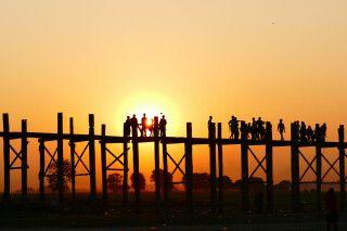 Die U-Bein-Brücke zum Sonnenuntergang