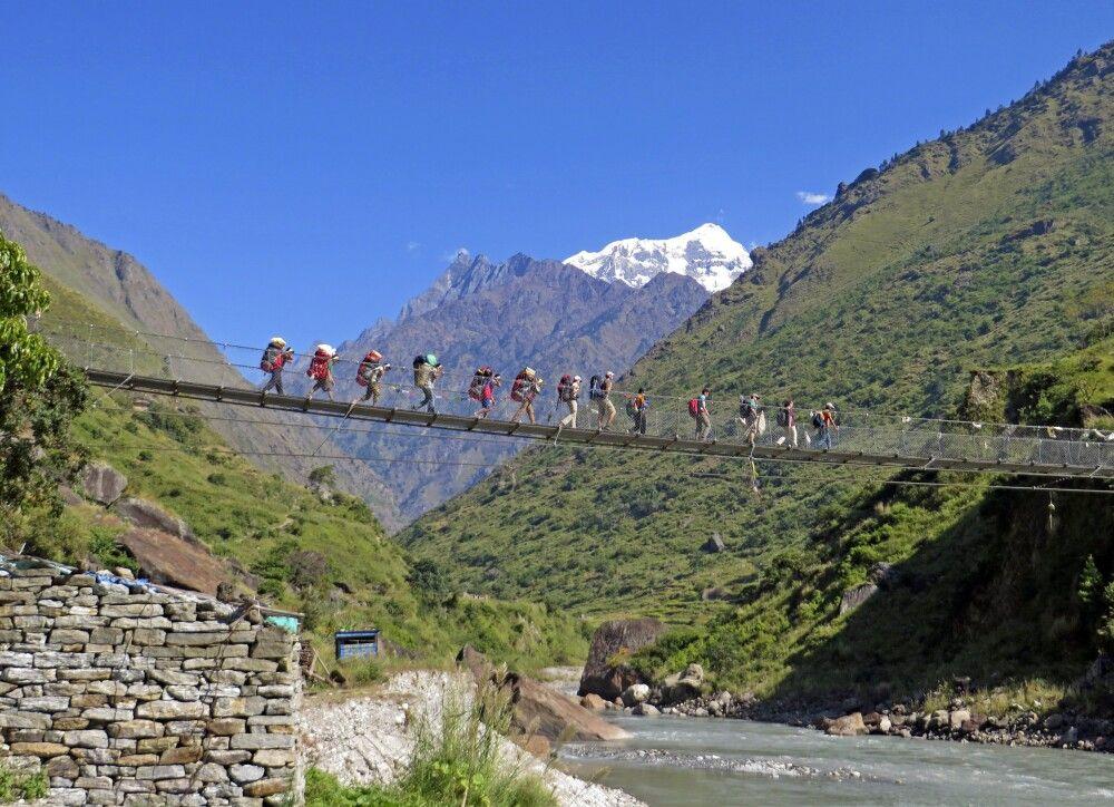 Hängebrücke vor Shingri Himal