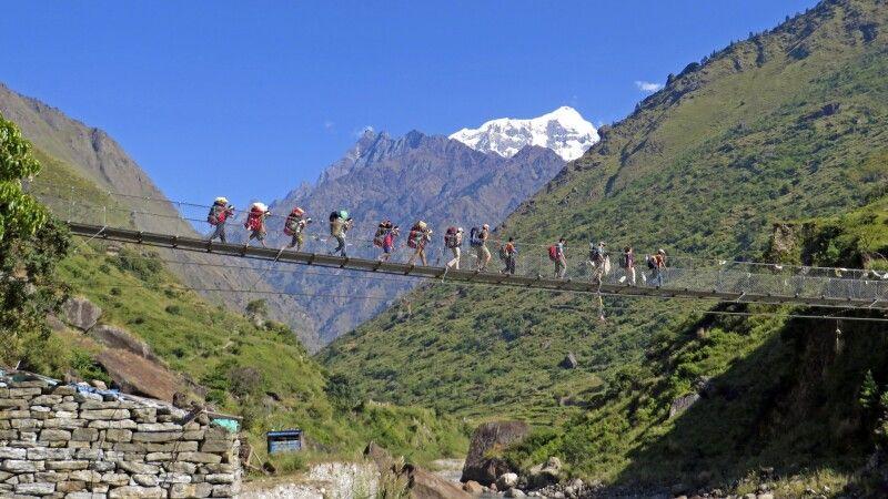 Hängebrücke vor Shingri Himal © Diamir