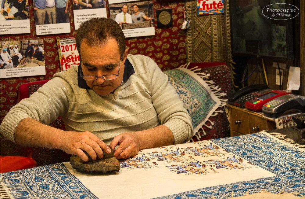 Der Stempeldruck – traditionelle Handarbeit in Isfahan