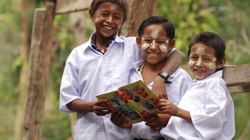 Lachende Schüler in Bagan © Diamir