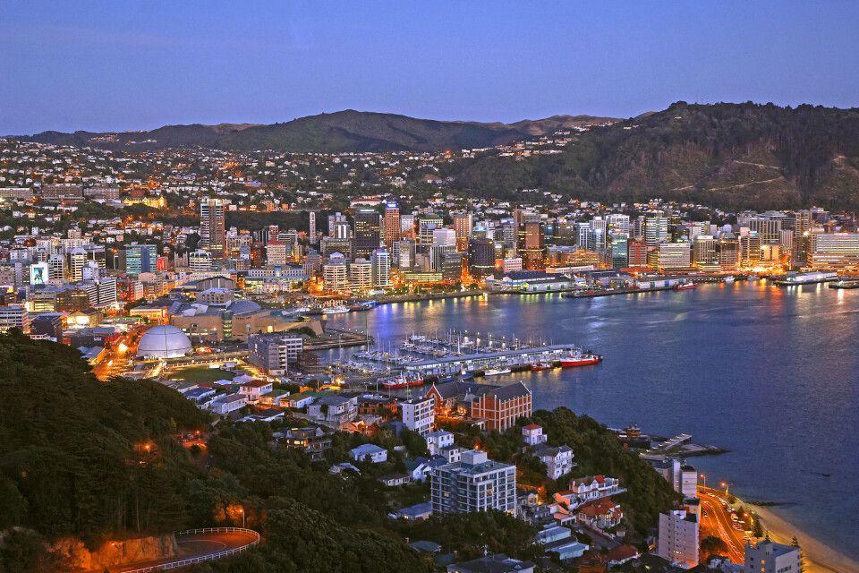 Der Hafen von Wellington am Abend