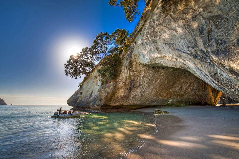Die wunderschöne Bucht Cathedral Cove auf der Coromandel-Halbinsel