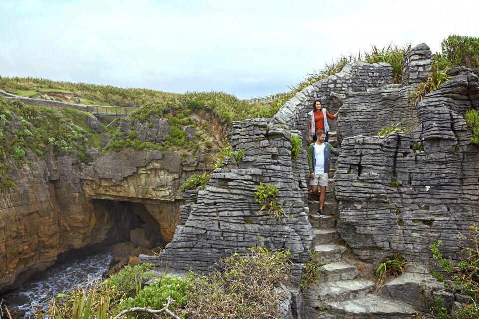 Eine Wanderung entlang des Porarari Flusses, Pancake Rock