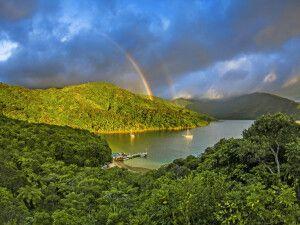 Marlborough Sounds mit doppeltem Regenbogen