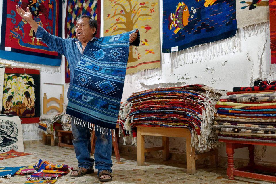 Teppichhändler in kleinen Bergdörfern