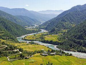 Vom Aussichtspunkt am Khamsun Yulley Namgyel Chörten hat man einen sehr schönen Blick auf das Punakha-Tal.