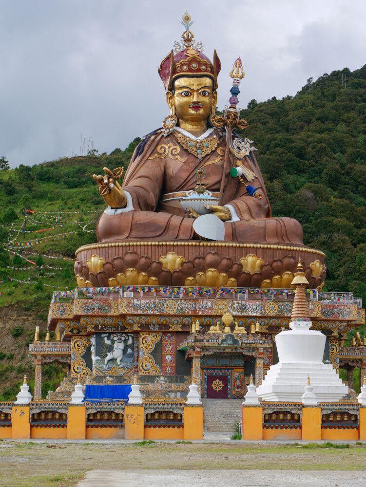 Statue von Guru Rinpoche in Tangmachhu