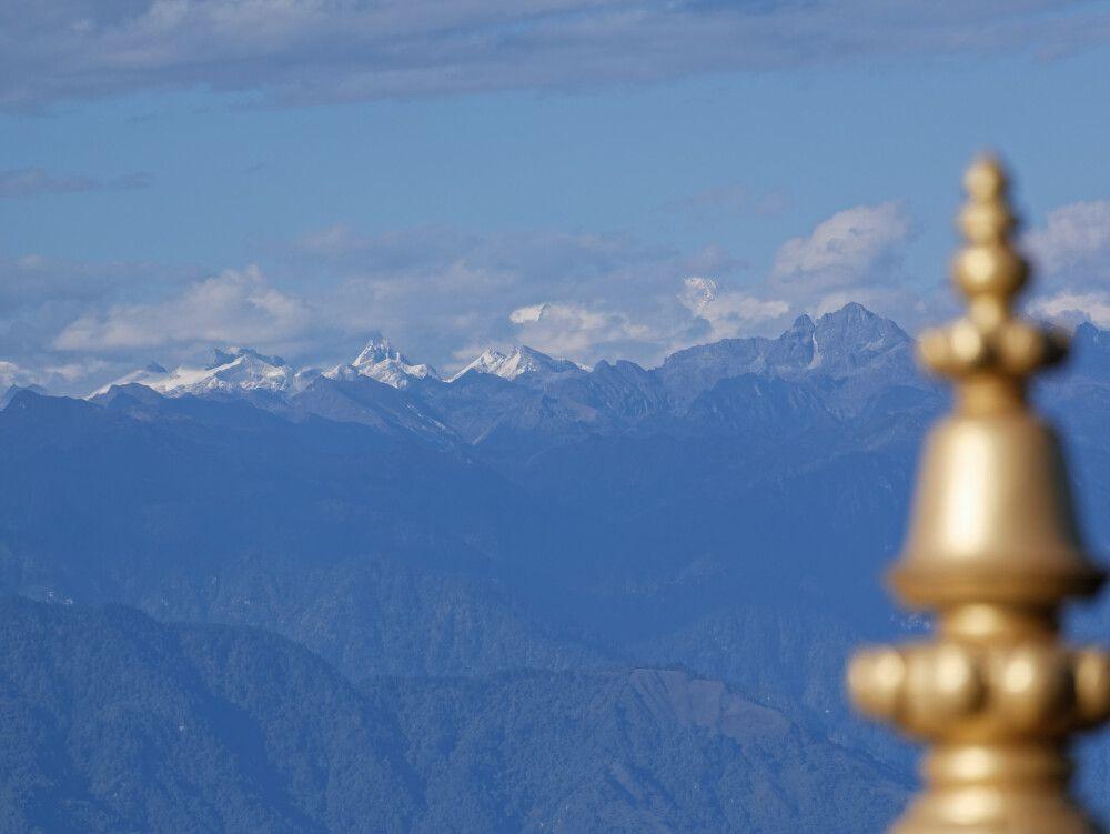 Blick auf Himalaya-Hauptkamm am Dochu-La-Pass