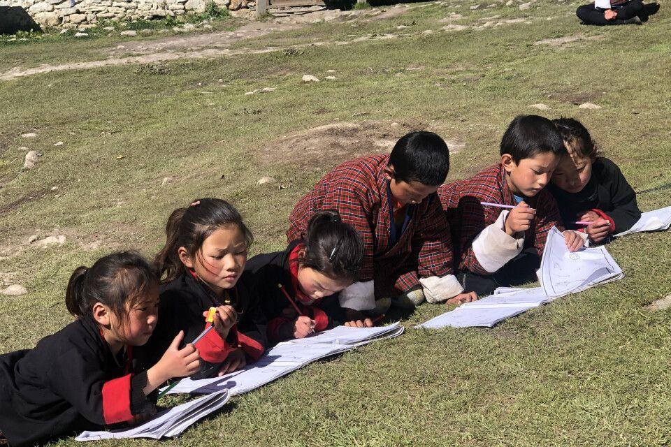 Schulkinder in Laya