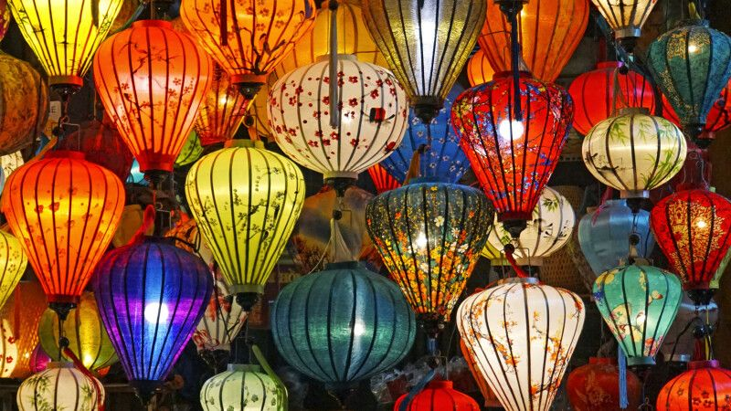 Berühmte vietnamesische Lampions in allen Farben © Diamir