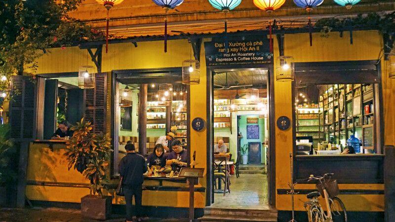 Kaffeerösterei in den Abendstunden in Hoi An © Diamir