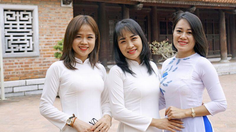 Junge vietnamesische Frauen in traditioneller Kleidung © Diamir