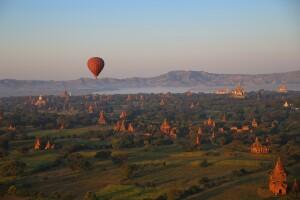 Ballonfahrt über das Tempelfeld von Bagan