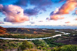 Szenischer Sonnenuntergang über Neukaledonien