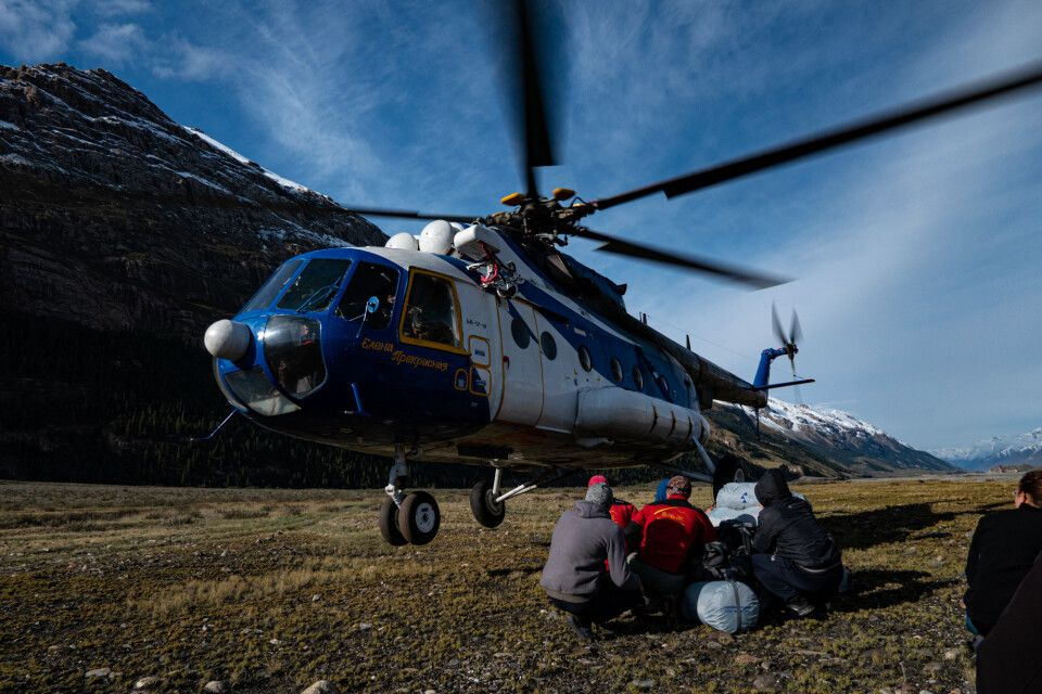 Helikopterlandung im Inyltschek Tal