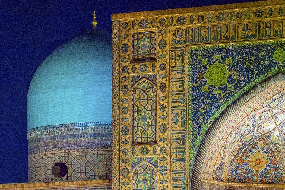 Mir-i-Arab Madrese Nachtaufnahme