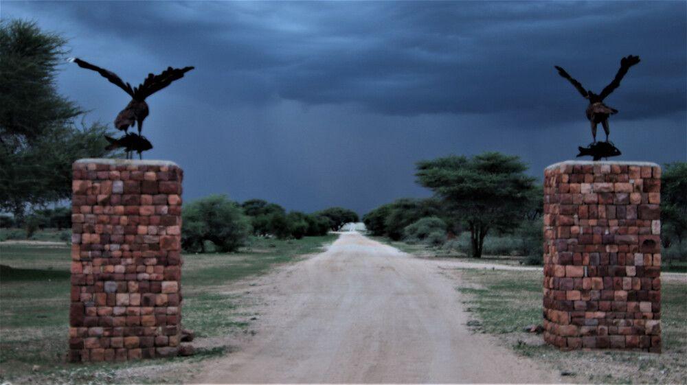 Schon bei den Lodges spürt man die unendliche Weite Namibias.