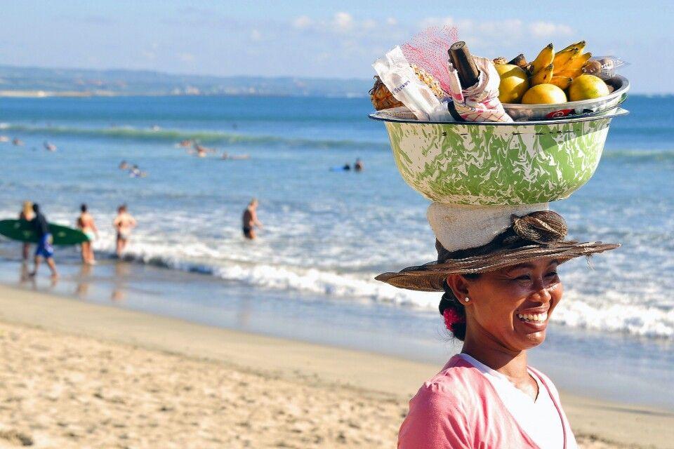 am Strand von Kuta auf Bali