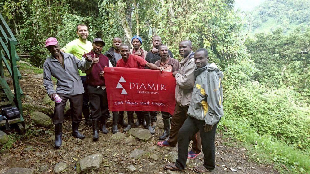 Uwe und sein Team aus erfahrenen Guides und fleißigen Helfern.