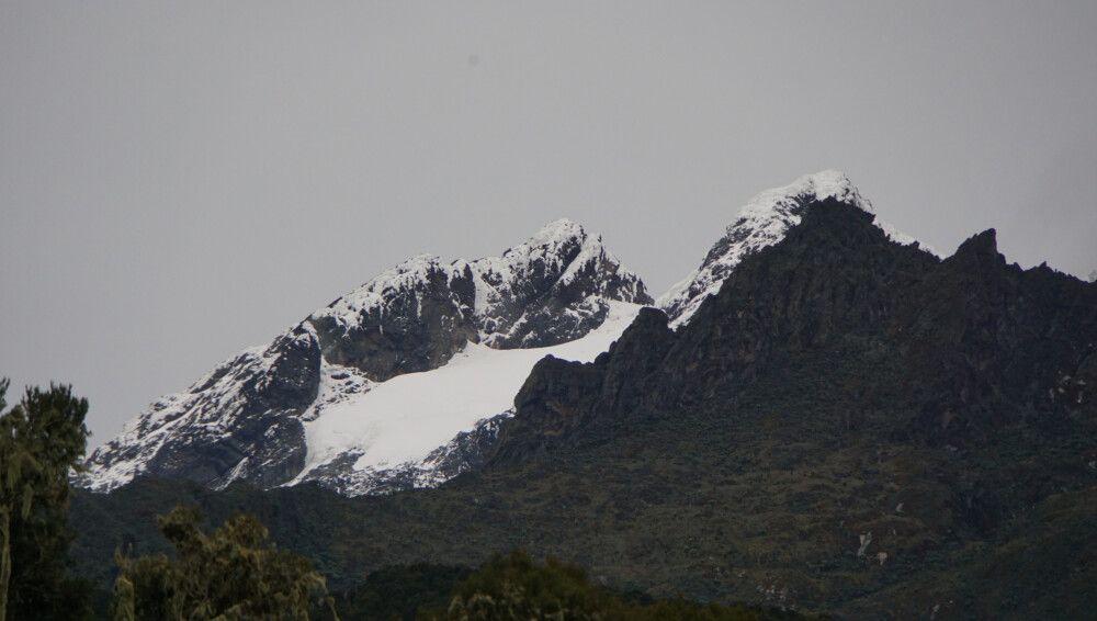 Der Blick von der John Matte Hut zum Doppelgipfel: links Alexandra Peak, rechts Margherita Peak.