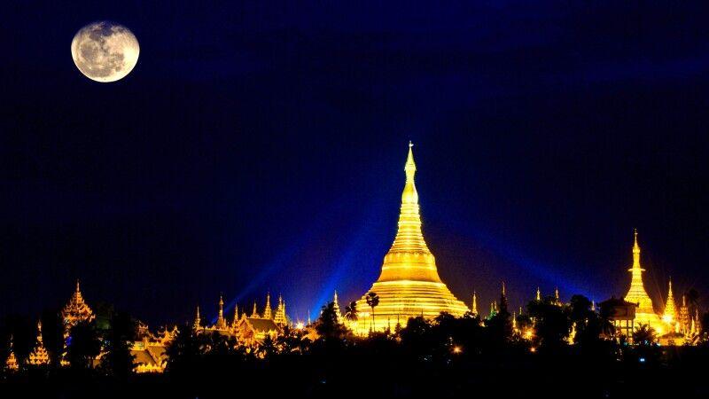 Die Shwedagon-Pagode in der Nacht © Diamir