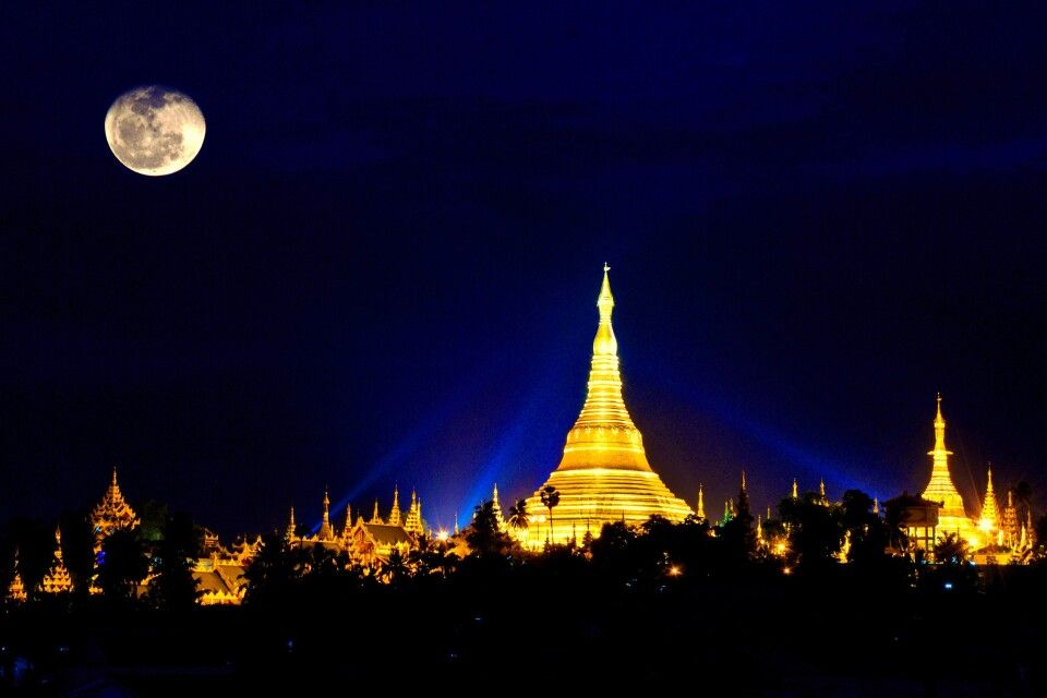 Die Shwedagon-Pagode in der Nacht