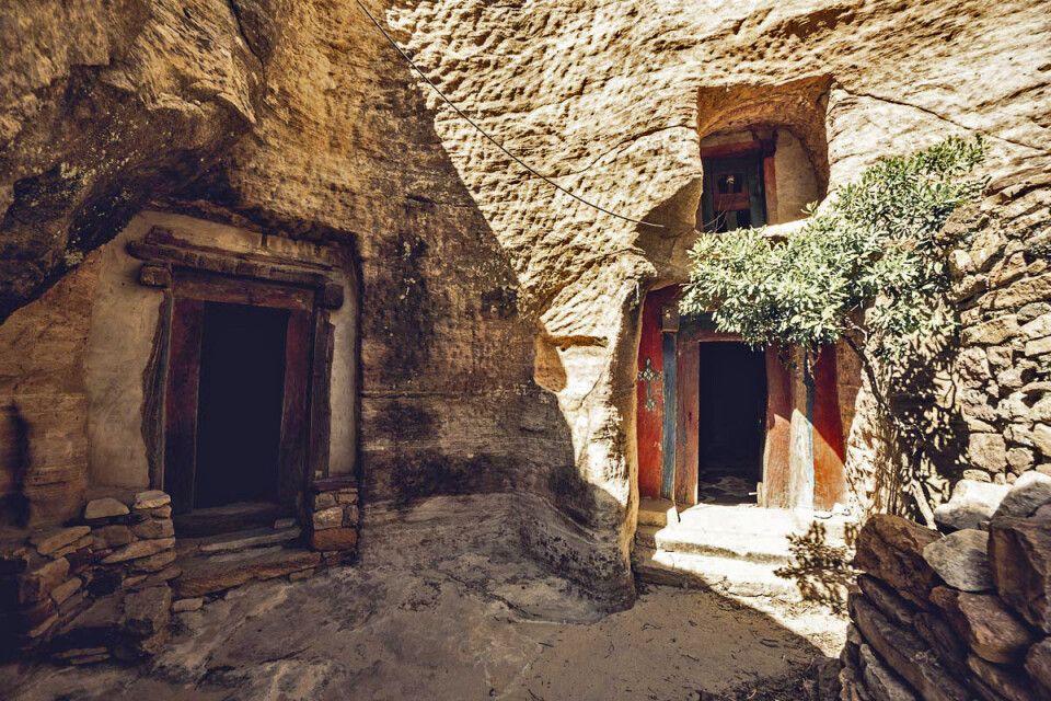 Gut versteckt im Fels, die Felsenkirchen der Tigray Region