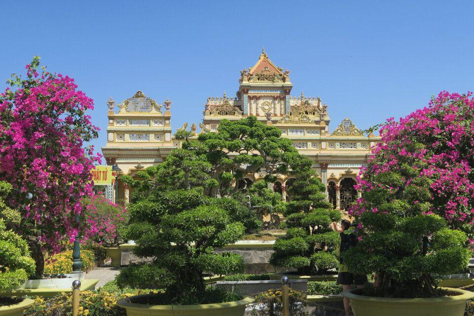 Gartenkunst vor einem Palast