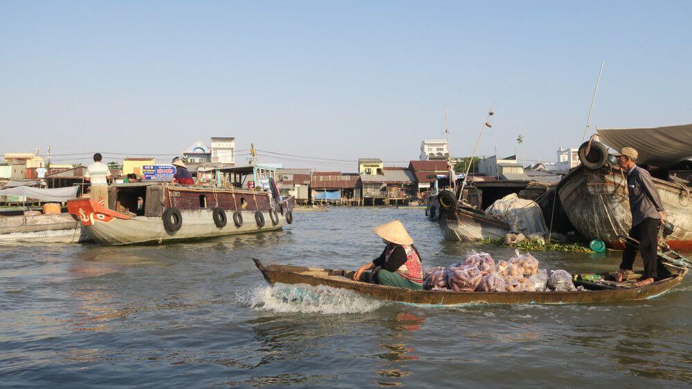 Geschäftiges Treiben auf den Mekongarmen am Morgen